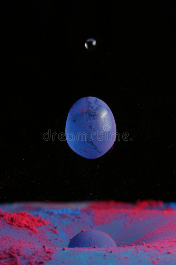 Wasser-Tropfen, cyan-blau und magentarot lizenzfreies stockbild