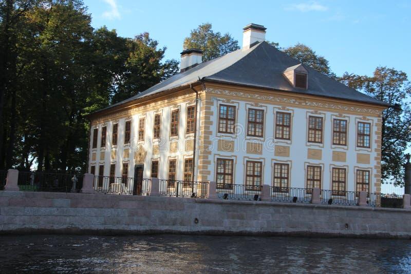 Wasser und Brücke Heilige Petersburg Russland stockbild