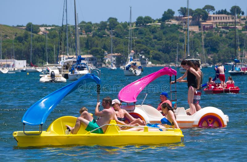 Wasserautos und Yachten in Mallorca, Spanien stockfoto