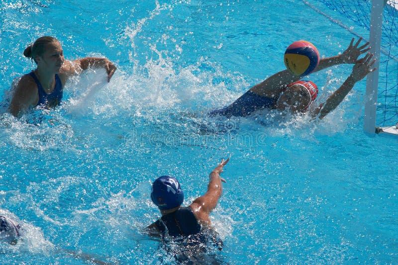 Wasserballfrauen. Ungarn gegen Russland lizenzfreie stockbilder