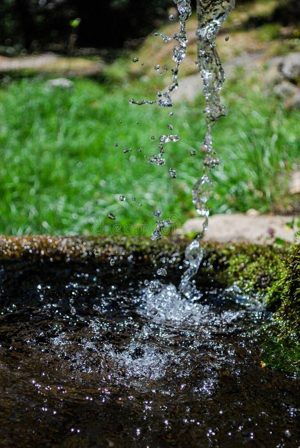 Wasserbrunnen im Park lizenzfreies stockfoto