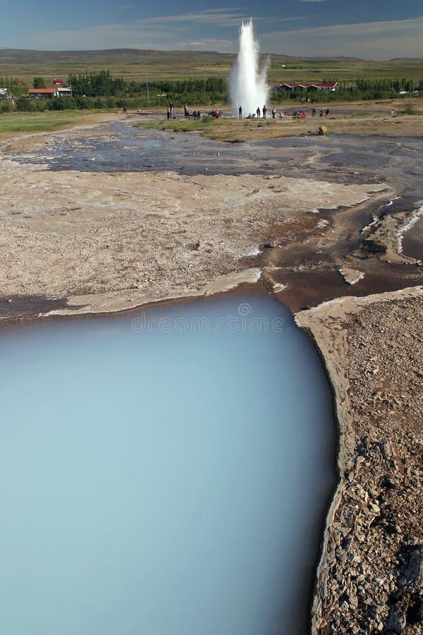 Wassereruption im Geysir Stokkur, Island lizenzfreies stockbild