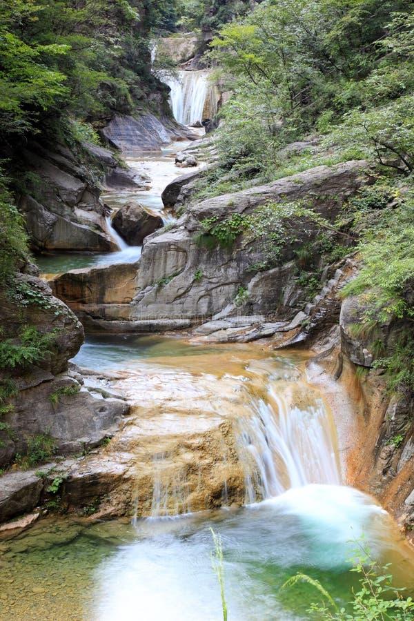 Wasserfälle und Kaskaden YUN-Tai des Berges China stockbild