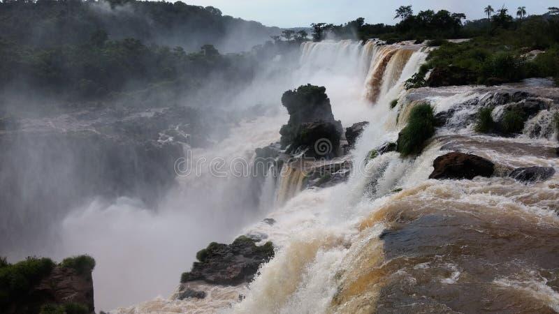 Wasserfälle Unter Weißen Wolken Und Blauem Himmel Tagsüber Kostenlose Öffentliche Domain Cc0 Bild