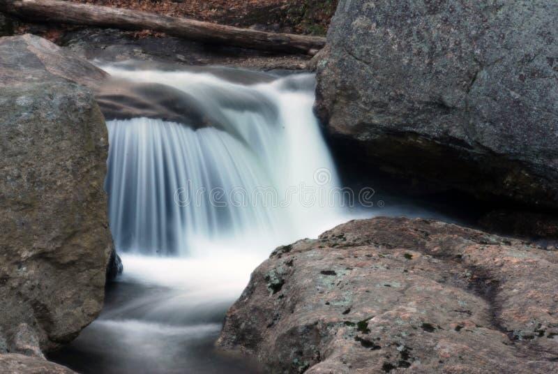 Wasserfall 2 lizenzfreie stockfotografie