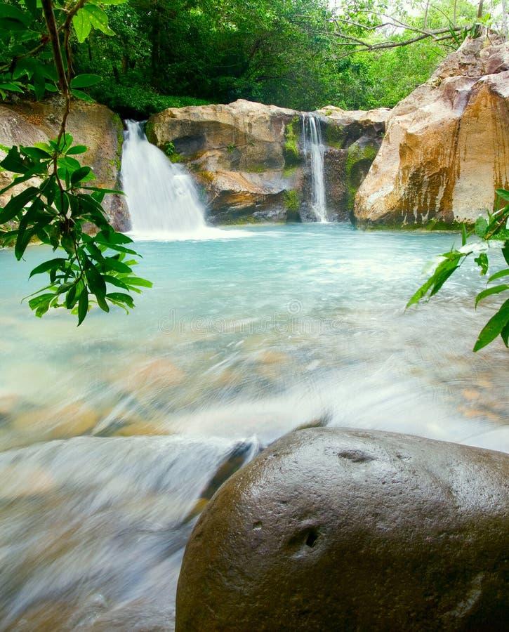 Wasserfall bei Rincón de la Vieja NP lizenzfreie stockbilder