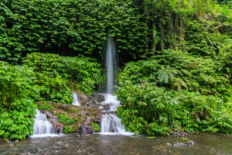 Wasserfall Benang Kelambu auf der indonesischen Insel Lombok stockfotografie
