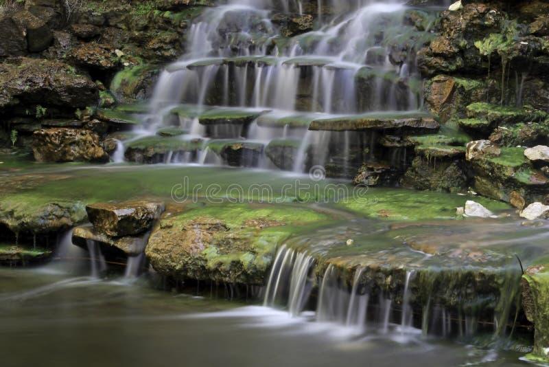 Wasserfall an botanischem Garten Zilker lizenzfreies stockfoto
