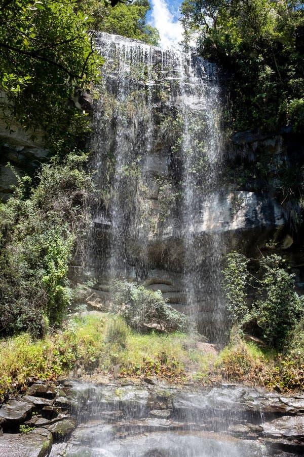Wasserfall in Champagne Valley, des zentralen die Drachenberge-Gebirgszugs Teil darstellend, Kwazulu Natal, Südafrika stockfotos