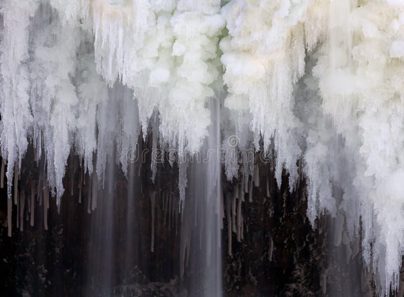 Wasserfall-Eiszapfen stockfoto