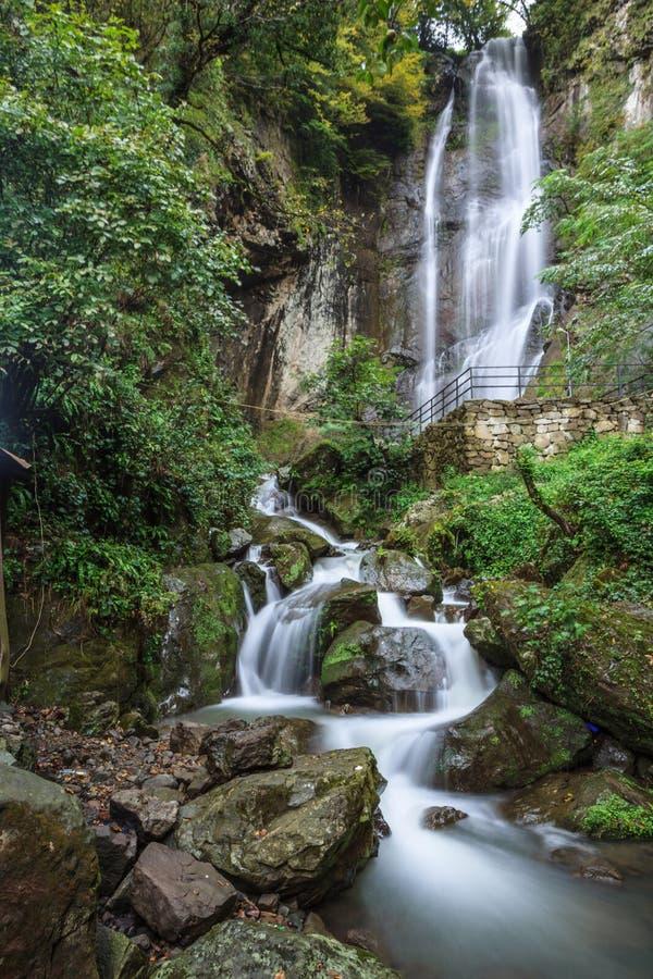 Wasserfall, fließendes Wasser, schöne Landschaft, Strom lizenzfreie stockbilder