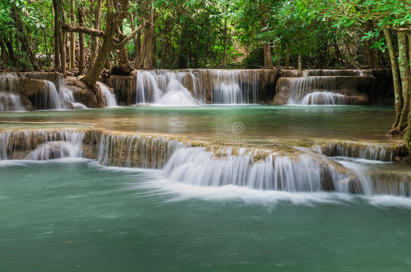 Wasserfall in Huay-mae kamin Nationalpark, Kanchanaburi, Thailan lizenzfreie stockfotos
