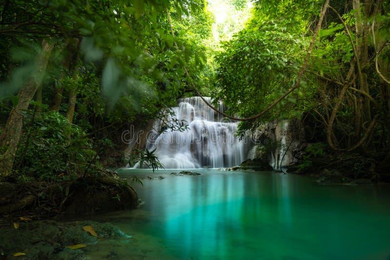 Wasserfall Huay Mae Kamin, Srinakarin-Verdammungs-Nationalpark in Kanchanaburi, Thailand lizenzfreies stockbild