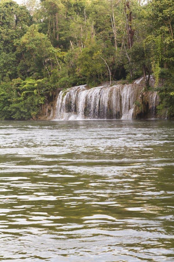 Wasserfall im Nationalpark von Thailand lizenzfreies stockfoto
