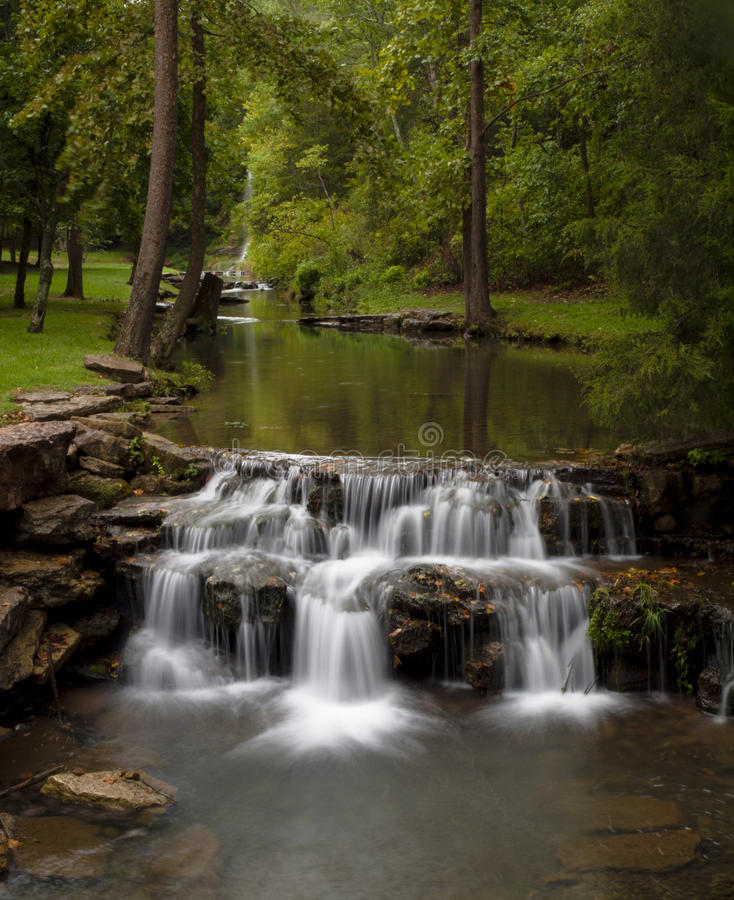 Wasserfall im Ozarks stockfoto