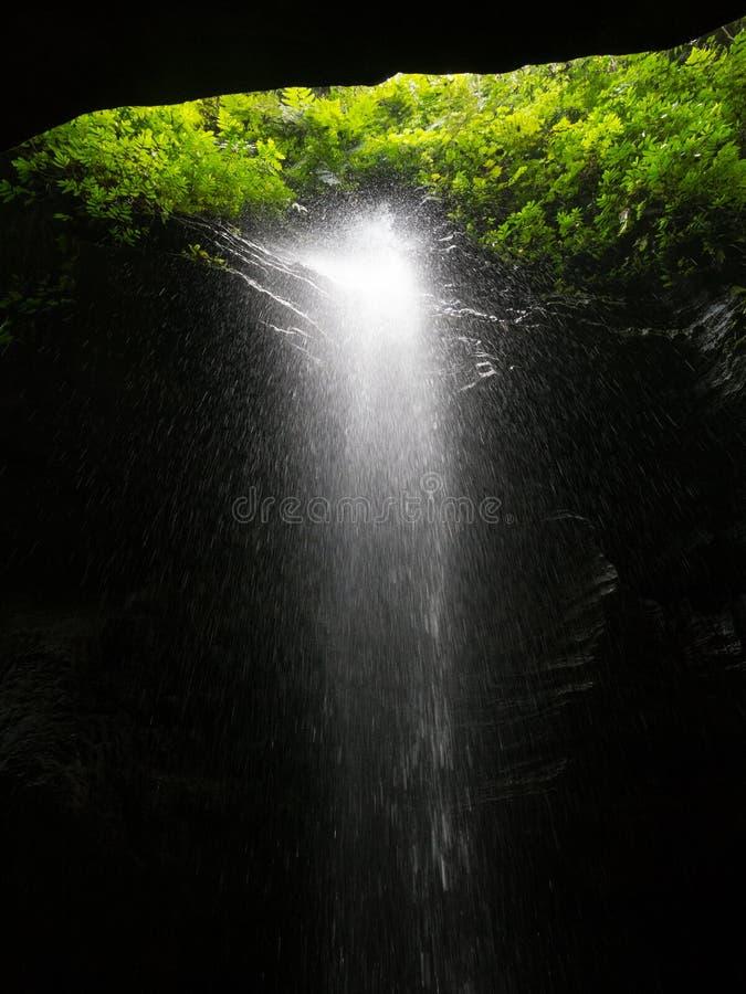 Wasserfall im Paradies lizenzfreie stockfotografie