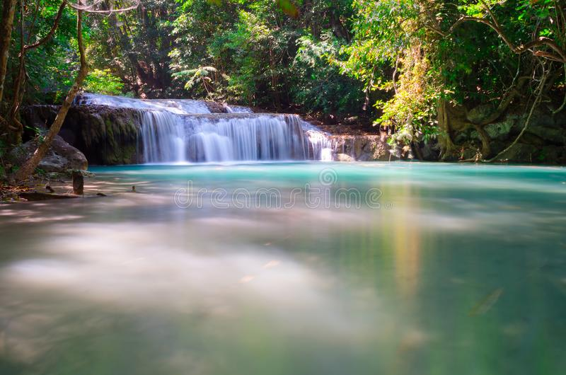 Wasserfall in Kanchanaburi-Provinz, Thailand stockfotografie