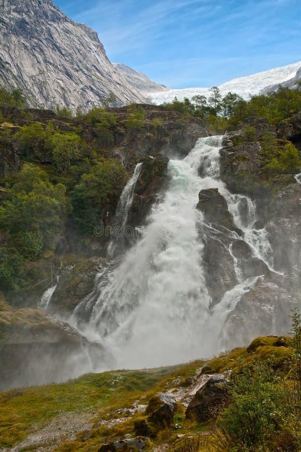 Wasserfall Kleivafossen in den Bergen von Norwegen lizenzfreies stockbild