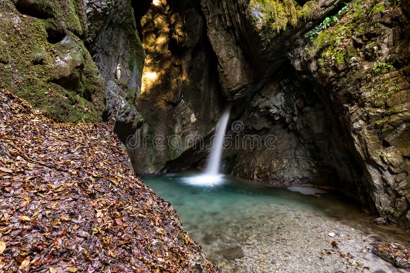 Wasserfall in Ledro stockfoto
