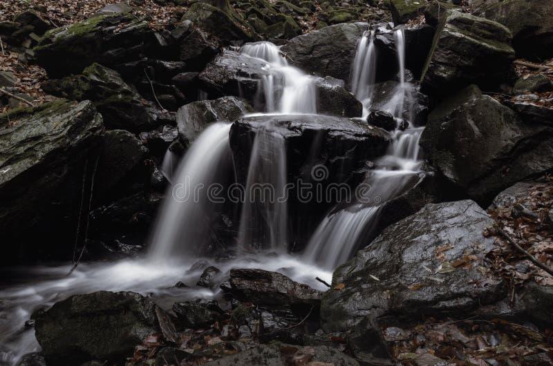 Wasserfall-nahes hohes stockbild