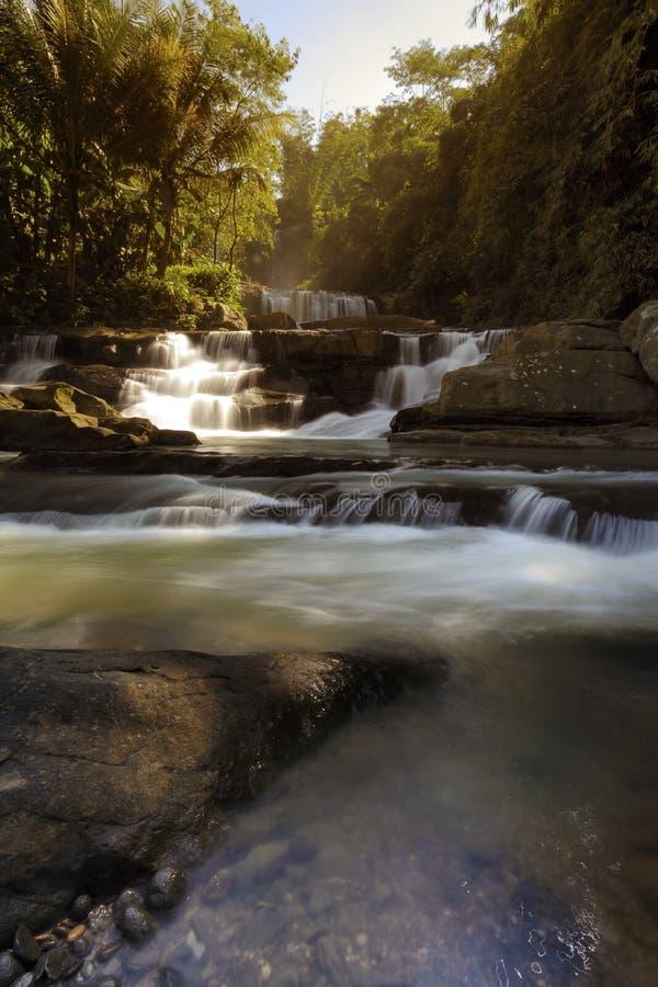 Wasserfall nangga ajibarang banyumas Indonesien lizenzfreies stockbild