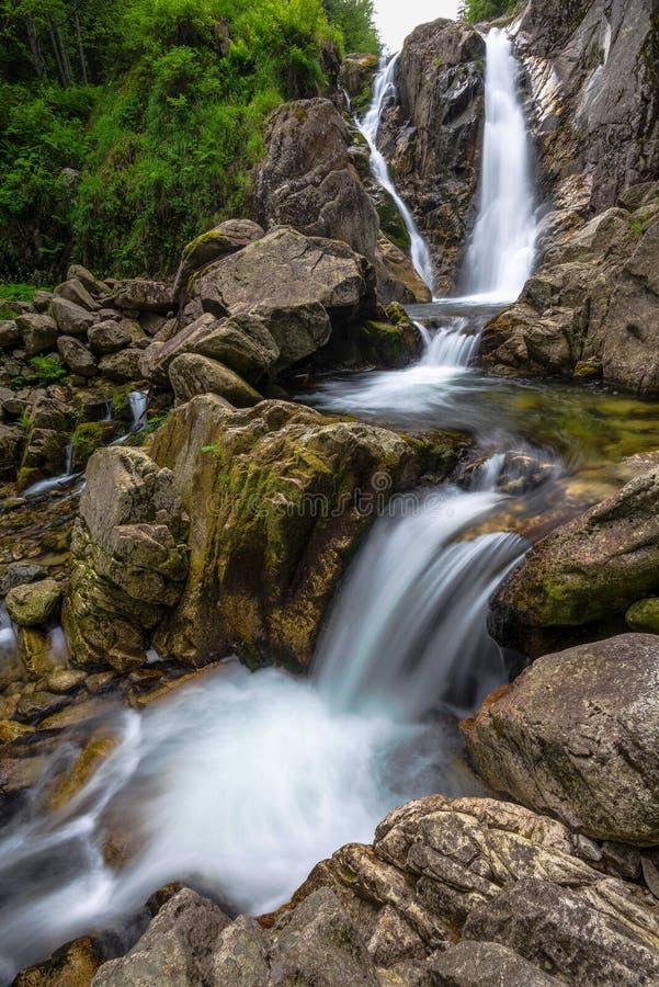 Wasserfall in Rumänien lizenzfreies stockfoto
