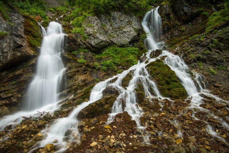 Wasserfall in Rumänien lizenzfreie stockfotografie