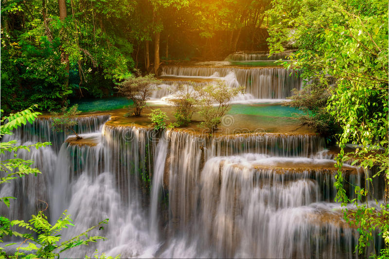 Wasserfall schönes Thailand, Huay Mae Kamin Waterfall in Kanchan stockfoto