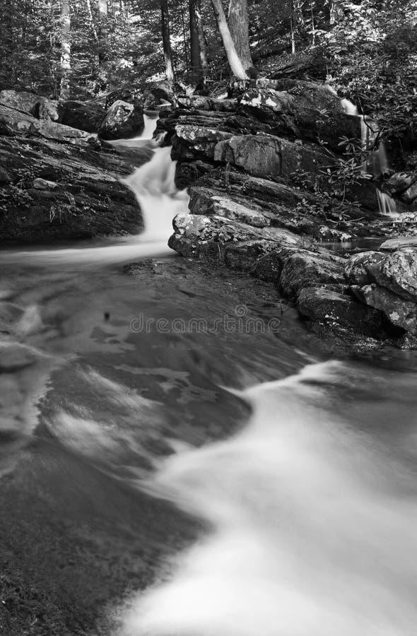 Wasserfall in Schwarzweiss stockbilder