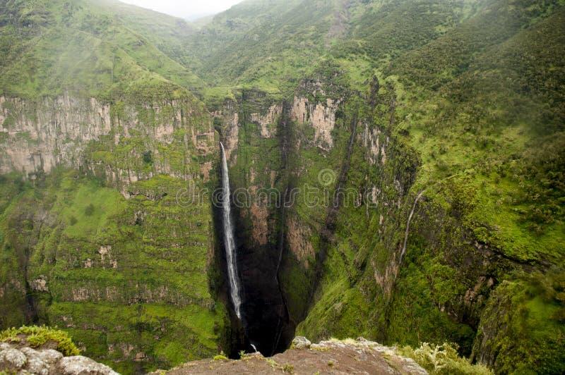 Wasserfall in Simien-Bergen, Äthiopien lizenzfreie stockfotos
