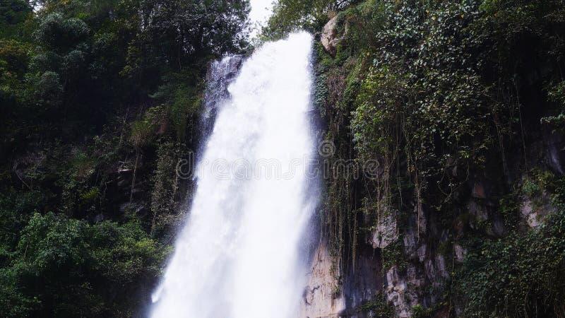 Wasserfall Tawangmangu Grojogan Sewu stockfotografie