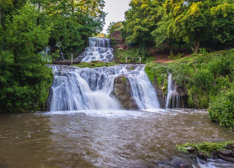 Wasserfall in Ukraine lizenzfreies stockfoto