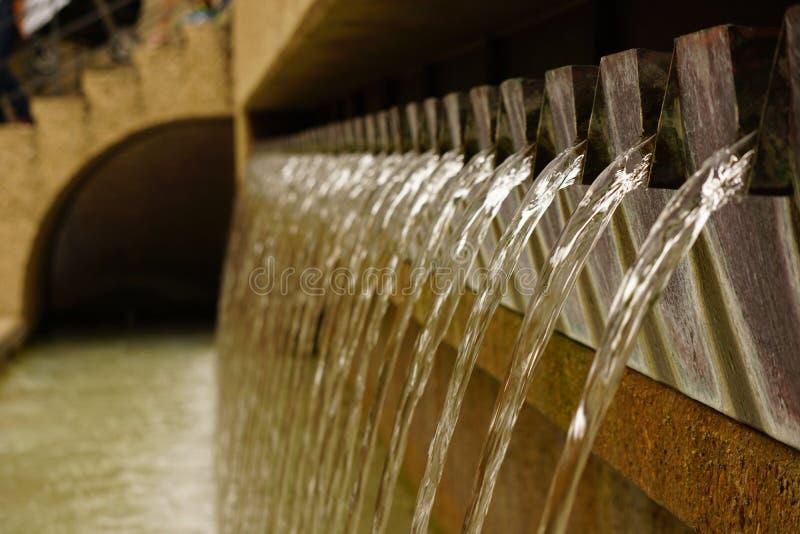 Wasserfall undeutlich lizenzfreie stockfotografie