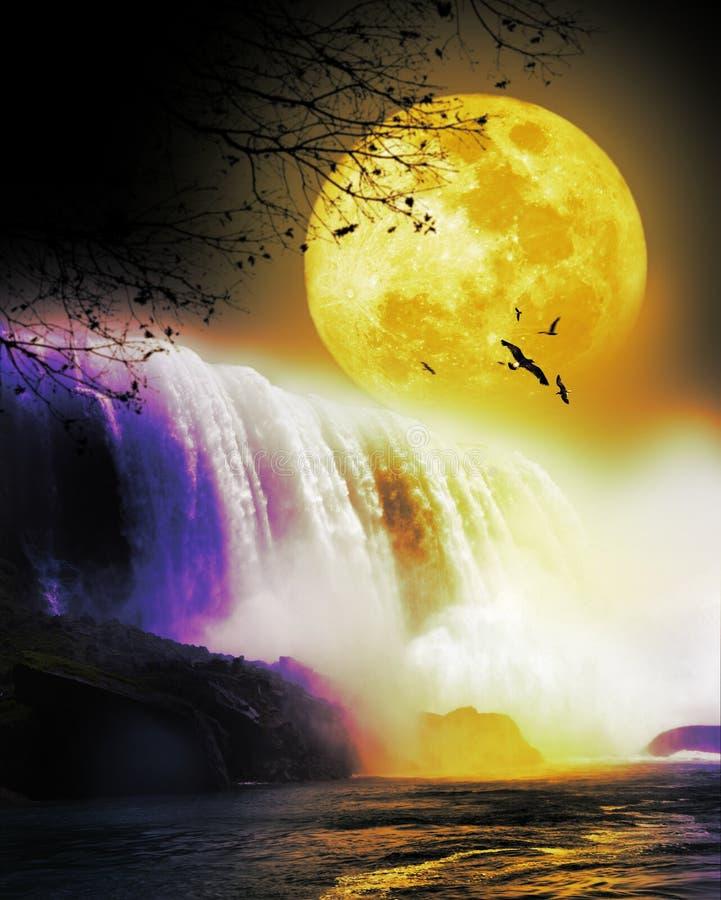 Wasserfall unter dem Vollmond lizenzfreie abbildung