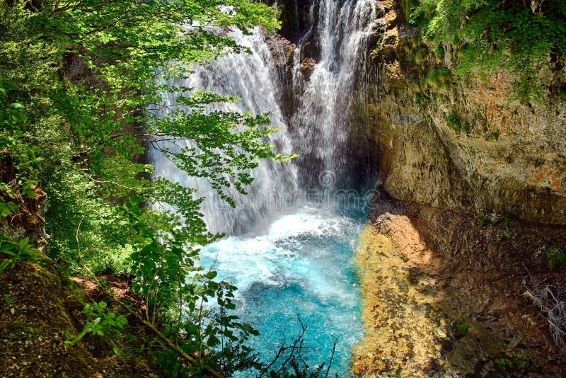 Wasserfall von La Cueva in Nationalpark Ordesa in Aragonien, Spanien stockbilder