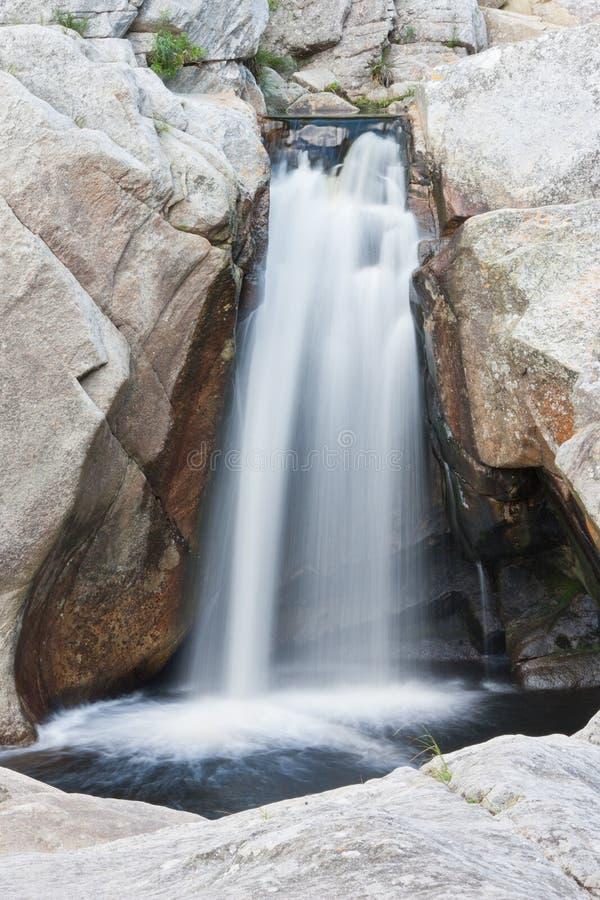 Wasserfall am Wildnis-Nationalpark lizenzfreie stockfotografie