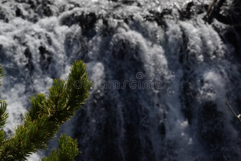 Wasserfall in Yellowstone stockbild