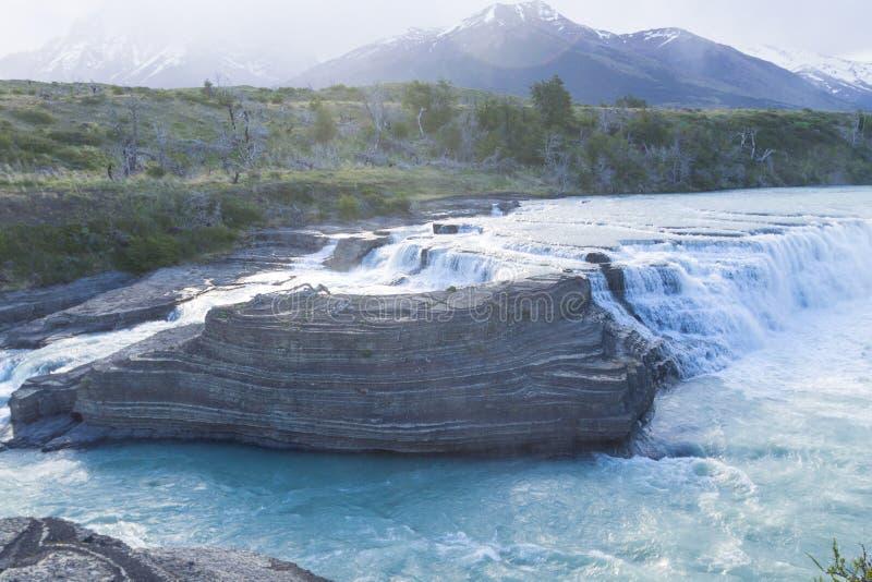 Wasserfallansicht Cascada Paine, Torres Del Paine, Chile stockfotos