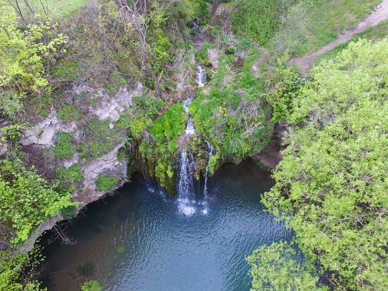 Wasserfallansicht von der Spitze unten stockbild