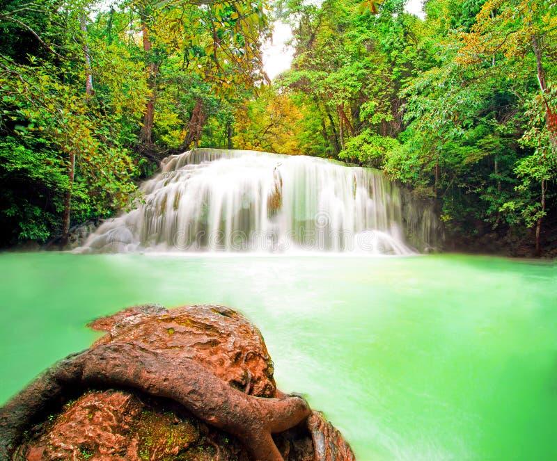 Wasserfallpoollandschaft lizenzfreie stockfotografie