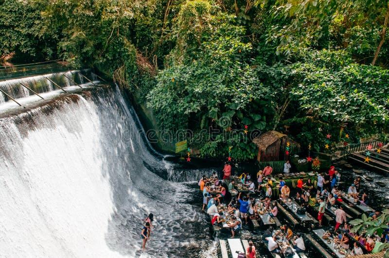 Wasserfallrestaurant-Landhaus escudero, San Pablo, Philippinen stockbilder