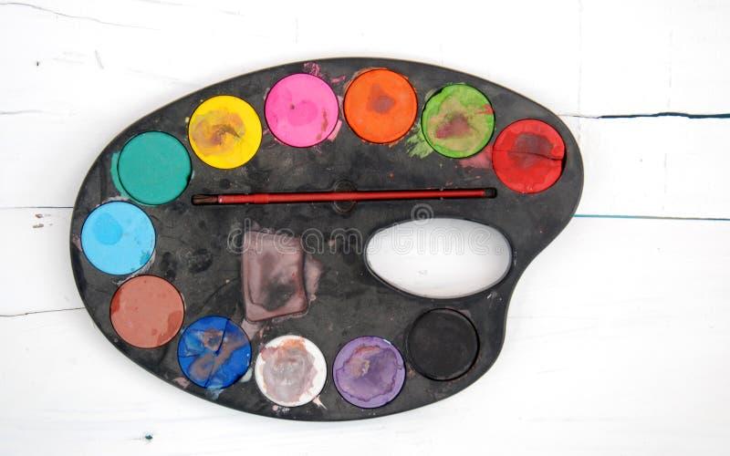 Wasserfarbpaletten, schmutzig, verwendet, staubig stockfotos