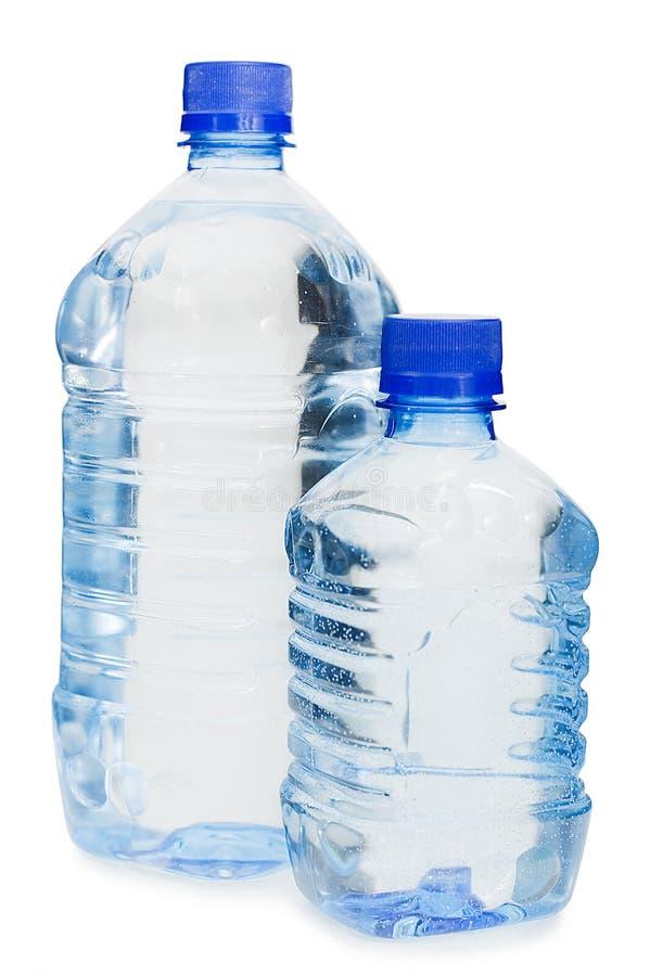 Wasserflaschen getrennt über Weiß stockbild