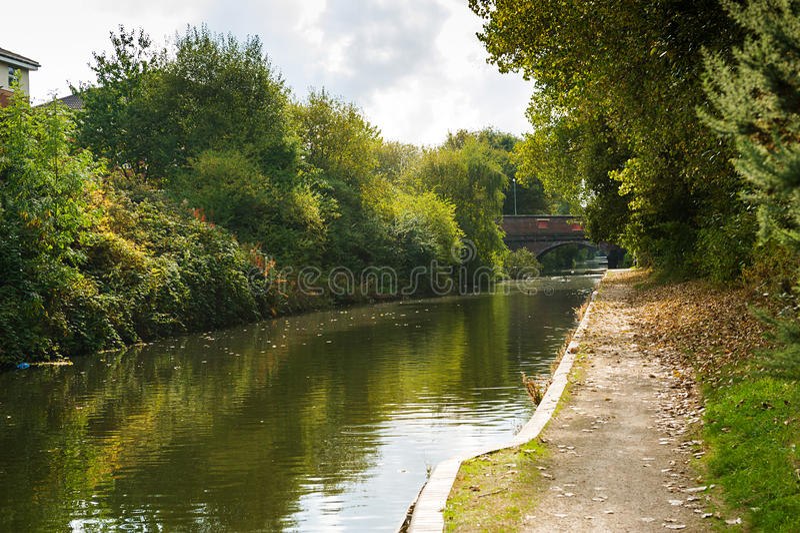 Wasserkanal in Birmingham lizenzfreie stockbilder