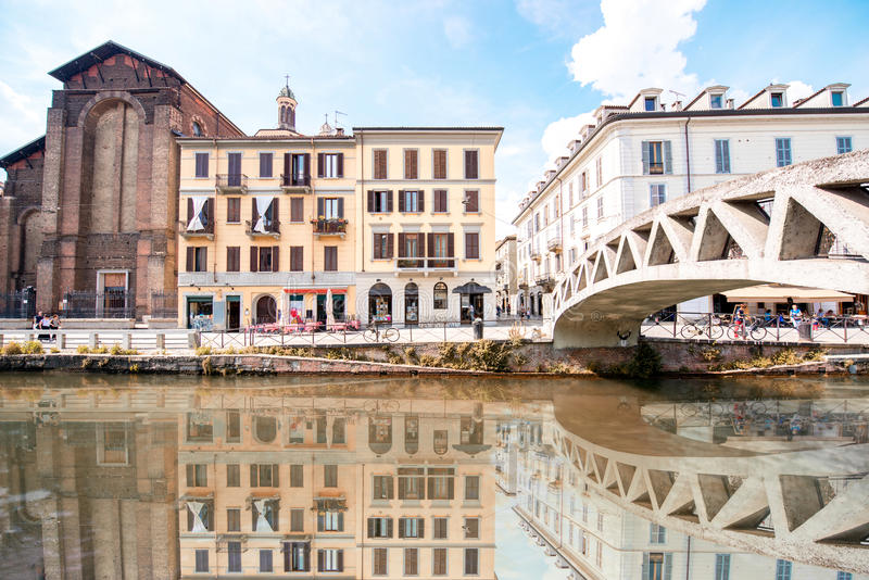 Wasserkanal in Mailand lizenzfreies stockbild