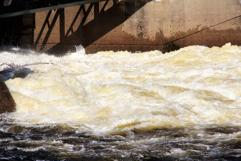 Wasserkraftproduktion lizenzfreie stockbilder