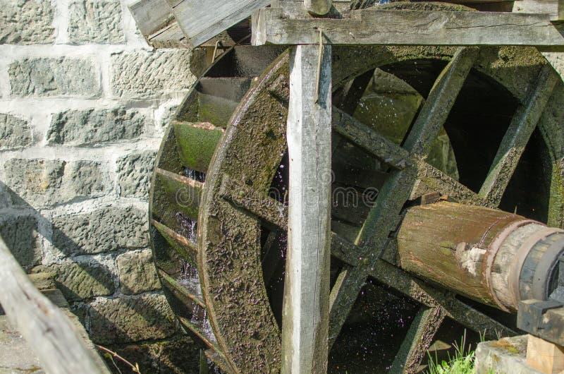 Wassermühle lizenzfreies stockbild