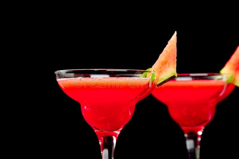 Wassermelone Margaritacocktail auf schwarzem Hintergrund Frische Wassermelonenlimonade stockfotos