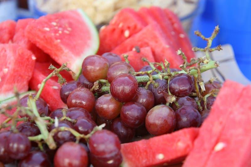 Wassermelone und Trauben lizenzfreies stockfoto