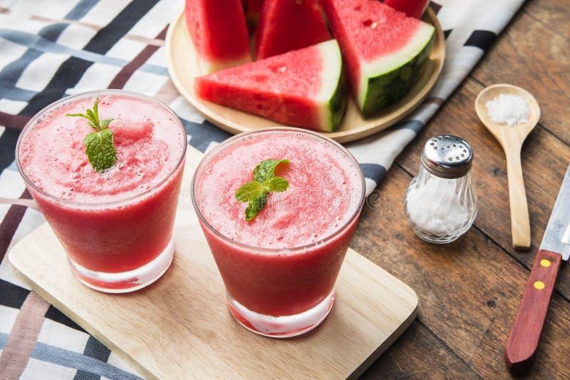 Wassermelonenfrucht-Mischung Smoothie für die Gesundheit, die für Getränk erneuert lizenzfreies stockbild